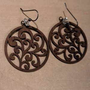 Jewelry - Wooden circle design earrings